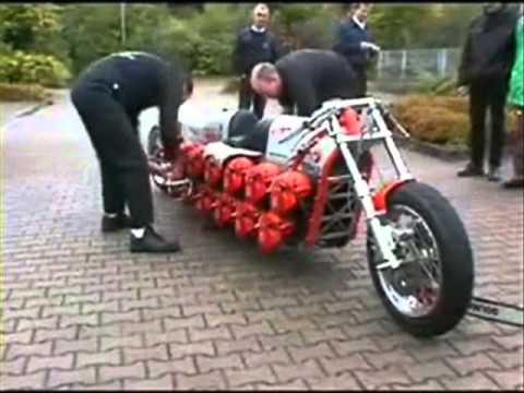 CHAINSAW BIKE 2011 - moto avec 24 moteurs woW.