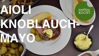 In diesem Video zeige ich dir wie man Aioli (spanische Knoblauchmayonnaise) selbst herstellt. Ich esse sie am liebsten zu Fischgerichten aber auch beim Grillen darf sie nicht fehlen :) Eigentlich reicht auch nur 'ne Scheibe Weißbrot oder Ofenkartoffeln und vielleicht noch ein Gläschen Wein! :DVeganer nehmen statt dem Ei einfach 50 ml lauwarme Sojamilch!Herzlichen Dank für positive Bewertungen und das Abonnieren meines Kanals!! Ich freu mich sehr darüber!Fragen und Rezeptwünsche immer gerne in die Kommentare!Facebook: https://www.facebook.com/kochenmatthiasTwitter: https://twitter.com/Matthias_kochtFOCACCIA: https://youtu.be/KayVM5BmbDoDAS PERFEKTE STEAK: https://youtu.be/fdJqZlpzL7YDie am Ende verlinkten Videos lade ich bald hoch! :)Im Video verwendet und empfehlenswert:MIXER: http://amzn.to/1JPUtEKDer aufeführte Link ist ein Affiliate-Link. Durch einen Einkauf über diesen Link kannst du mich Unterstützen. Mehrkosten entstehen für dich selbstverständlich nicht!