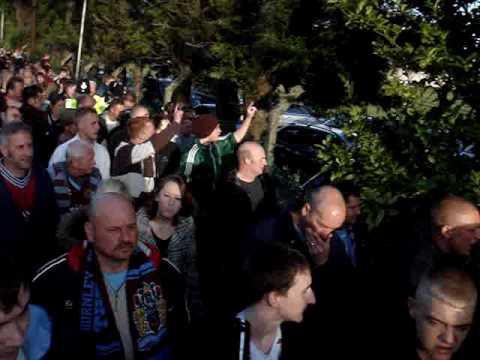 Aficionados fuera del Turf Moor