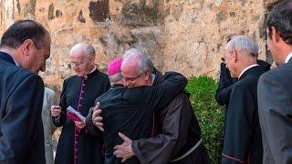 El Prelado bendice un lienzo de san Josemaría en Santa María de Guadalupe