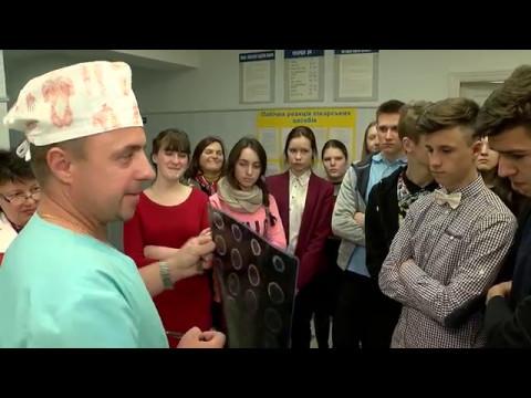 Як рівненські школярі мандрували коридорами міської лікарні [ВІДЕО]