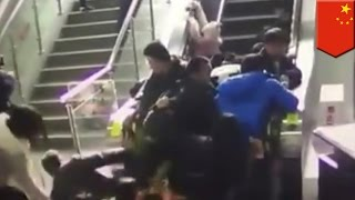 Like us on Facebook: http://www.facebook.com/TomoNewsPHJoin our Google+ circle: http://plus.google.com/+TomoNewsPHNINGBO, CHINA— Pinost ng CCTV News ang video na ito mula sa Ningbo China kung saan ay may biglang umatras ang escalator.Alam natin na mas makabubuti sa kalusugan natin mag hagdanan nalang at kung doon ka nakatira, mukhang wala ka nang choice.Buti nalang at sa dami ng tao sa escalator, lima lang ang nasugatan. Naaalala niyo ba kung ilang beses na kumain ng tao ang mga escalators sa China?----------------------------------------­---------------------For news that's fun and never boring, visit our channel:http://www.youtube.com/user/TomoNewsPHSubscribe to stay updated on all the top stories:http://www.youtube.com/subscription_center?add_user=TomoNewsPHStay connected with us here:https://www.facebook.com/TomoNewsPH