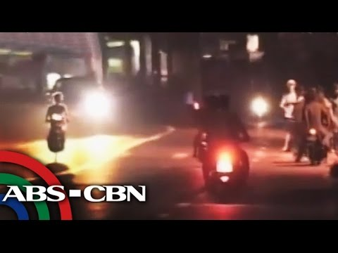 angeles - Even though it is not allowed, some youth were captured by the news team who place their bets and racing their motorcycles in MacArthur Highway in Angeles, Pampanga. Subscribe to the ABS-CBN...