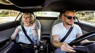 Dlaczego Piotrek Ty to zrobiłeś?! Zajebista reakcja mamuśki na przyspieszenie w Audi R8!