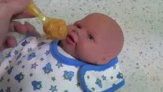 Video How To Feed a Baby MP3, 3GP, MP4, WEBM, AVI, FLV Juni 2018