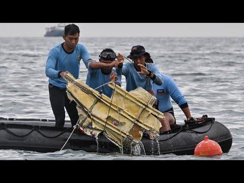 Crash d'un Boeing en Indonésie : des débris retrouvés, des signaux d'urgence de l'avion détectés