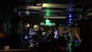 Video ZACHOVEJTE PANIKU-Zachovejte Paniku (live Voják)