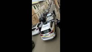Zobaczcie jak policja z Majorki dba o mieszkańców zamkniętych w domu <3