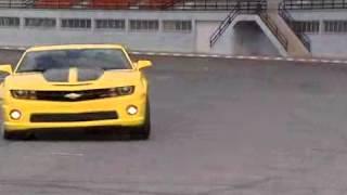 image of O piloto Carlos Cunha testa o Camaro amarelo!