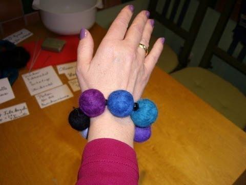 Ein Armband aus Filzkugeln herstellen