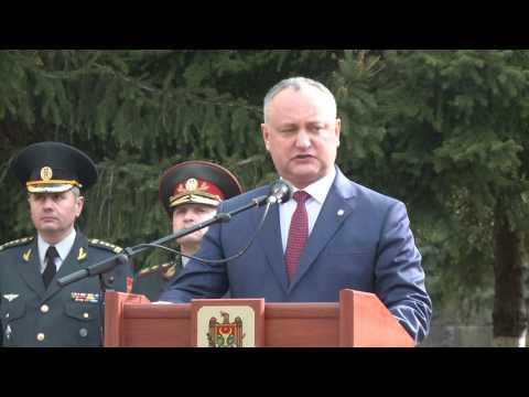 Președintele Republicii Moldova, Igor Dodon a participat la ceremonia festivă de arborare a Drapelului de Stat al Republicii Moldova
