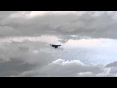 jimvwmoss - XH558 Vulcan Bomber flying at the Fairford Royal International Air Tattoo 2011 http://www.vulcantothesky.org.