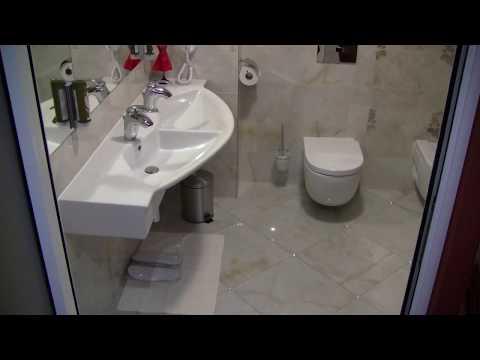 Oświetlenie LED w podłodze łazienki