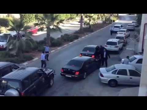 لحظة خروج محمد عساف مغشياً عليه من فندق الجراند بارك رام الله