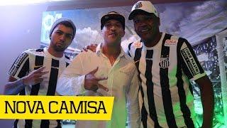 O Santos FC apresentou a sua nova camisa 2 em um evento para imprensa e convidados que contou com a presença de ídolos como Serginho Chulapa, Gabriel Barbosa...