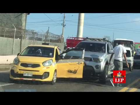 Intolerancia vial. Conductor casi arrolla a un taxista