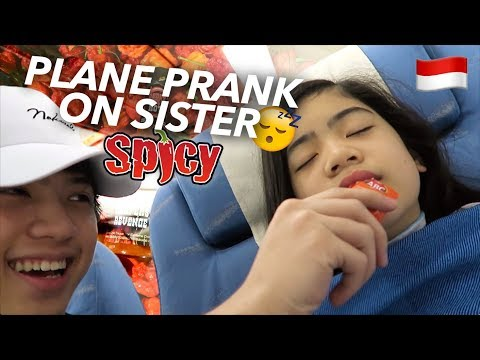 Download Lagu PLANE PRANKS ON SISTER (Hot Sauce!!) | Ranz And Niana Music Video