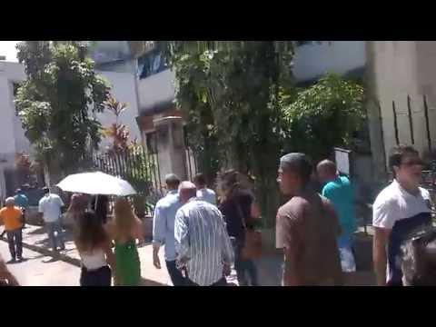 Angélica é expulsa de Universidade, no Rio