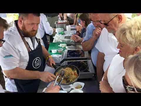 Wideo1: Jedną z atrakcji Leszczyńskich Smaków był łosoś przyrządzony przez uczestnika Top Chef