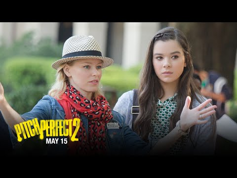Pitch Perfect 2 (Featurette 'Elizabeth Banks - Directorial Debut')