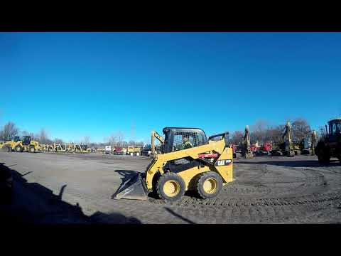 CATERPILLAR CHARGEURS COMPACTS RIGIDES 242D equipment video zAL6wrGlMqM