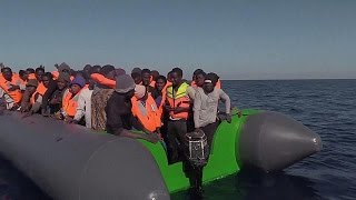 Испанский НПО спасает 250 мигрантов в море