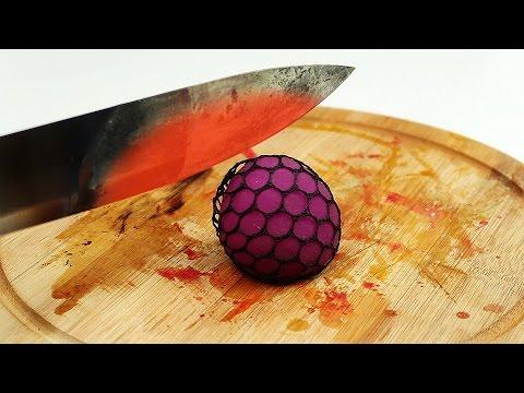 Что если раскаленным ножом разрезать игрушки антистресс - DomaVideo.Ru