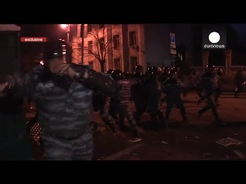 Kiev - (WARNING: GRAPHIC FOOTAGE) This video, filmed by the Euronews crew during mass protests in Kiev, shows the cameraman beaten by Ukrainian riot police. The att...