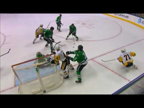 Niemi reads and reacts to stop Schultz pinching from point