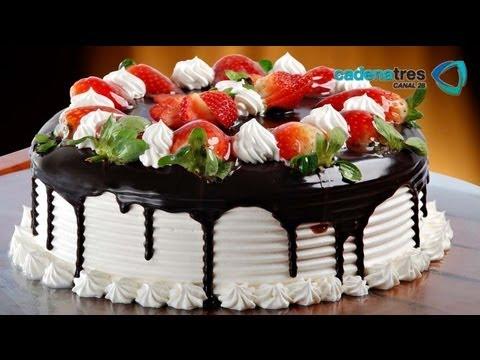 Receta de como preparar y decorar un pastel de fresas sin hornear. Receta de pasteles / Repostería