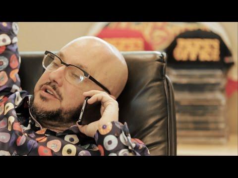 Regulo Caro - Todo Queda en la Oficina (Video Oficial) - Thumbnail