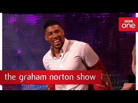 Anthony Joshua demonstron fuqinë e goditjes së tij (Video)