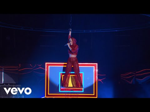 Katy Perry - Swish Swish (Live on The Voice Australia)