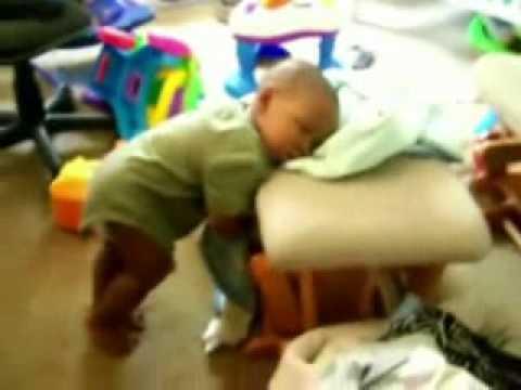 teneri bambini assonnati - video divertente!