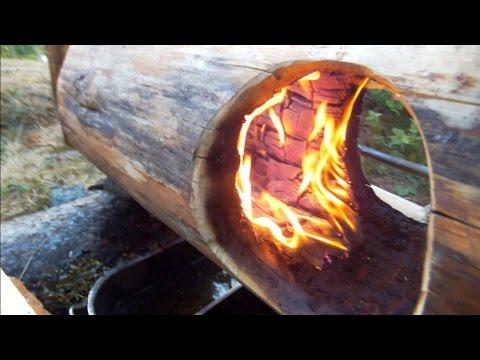男子在木頭上挖一個洞起火,竟然不會燒盡??