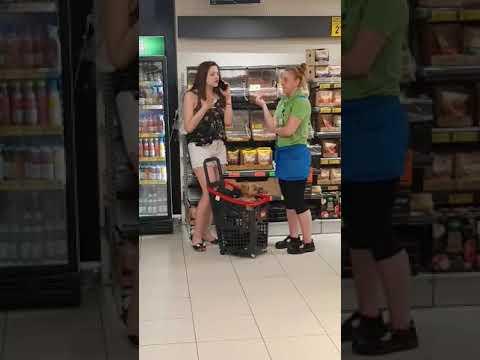 Pracownica Biedronki poprosiła panią o opuszczenie sklepu ponieważ miała psa w koszyku