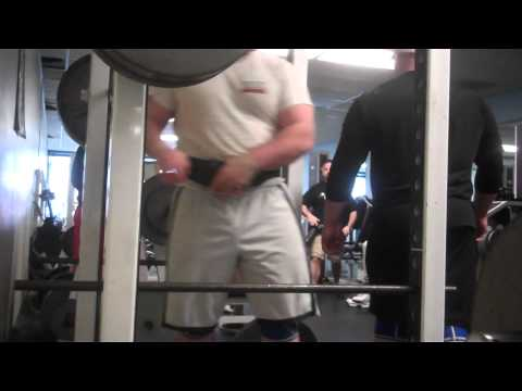 Zack McCarley back squat 550×1 RAW (Belt and rehbands)
