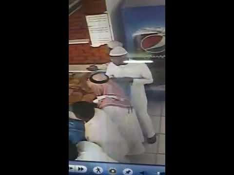 #فيديو :  لحظة سرقة محفظة مواطن سعودي بأحد المخابز