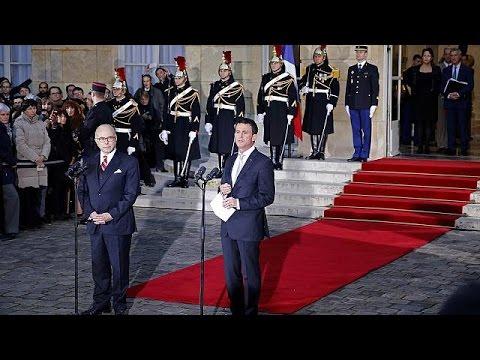 Γαλλία: Νέος πρωθυπουργός ο Μπερνάρ Καζνέβ – Φαβορί για το προεδρικό χρίσμα των σοσιαλιστών ο Βαλς