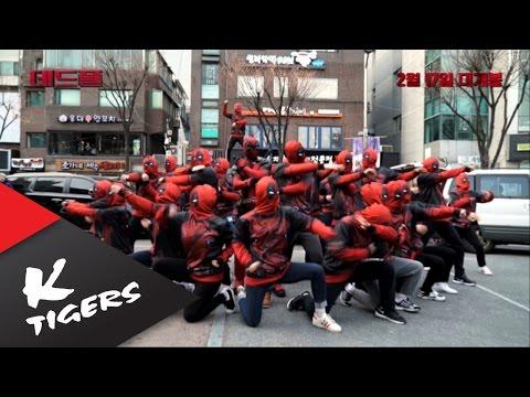 一群「死侍」突然霸佔街頭還以為是Cosplay比賽,但是當音樂出現後…我忍不住又重播了幾遍!