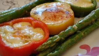 O reteta delicioasa si foarte rapida de sparanghel, aromatizat cu usturoi si lamaie. Gasesti reteta pas cu pas aici: http://www.mondocucina.ro/content/Sparanghel-verde-cu-sos-de-unt,-usturoi-si-lamaie.aspx