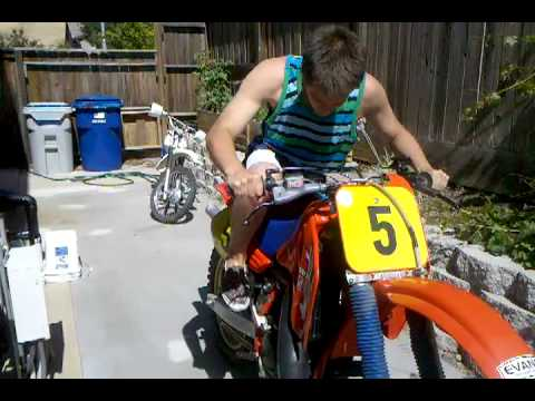 Starting a 1986 Honda CR 500 with tennis shoes