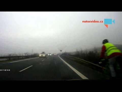 Žlutá reflexní vesta zachránila cyklistovi život
