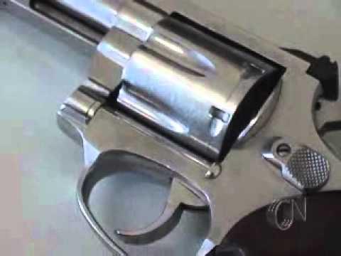Jovem preso com arma de fogo especial