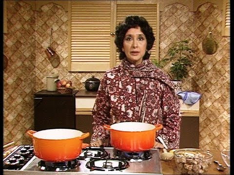 Jaffrey - Part 1 of 2. Madhur Jaffrey demonstrates the first steps in making a Shahi Korma curry. From episode 5 of Madhur Jaffrey's Indian Cookery: http://bit.ly/Z1Qe...