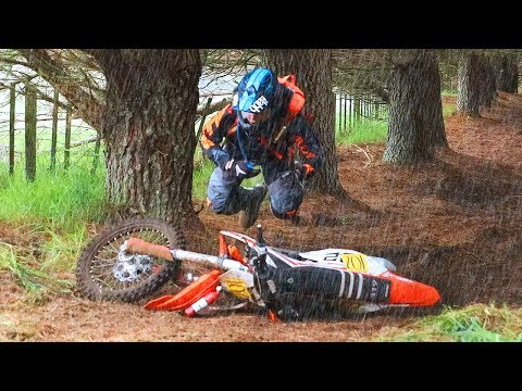 CRAZY HARESCRAMBLE!!! (RAIN & MUD) - 2017 Acerbis 4 Hour (видео)