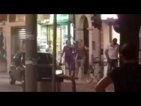 Giulianova, tensione in un locale del Corso: tira bottiglia al proprietario VIDEO