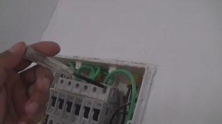 em um video anterior foi mostrado a inclusão de um disjuntor IDR em um quadro de distribuição ,neste video mostro o teste pratico do IDR em funcionamento detectando fugas de corrente através de uma simulação com uma lampada e bocal