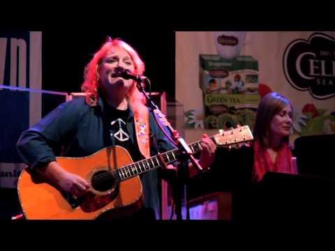 "Indigo Girls – ""Your Holiday Song"" (eTown webisode #34)"