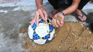 PHD | Vinh Tiền Lẻ Bị Lừa Sút Bóng Cát Suýt Gãy Chân | Football Prank
